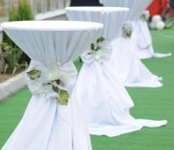 White Linen Wedding Table